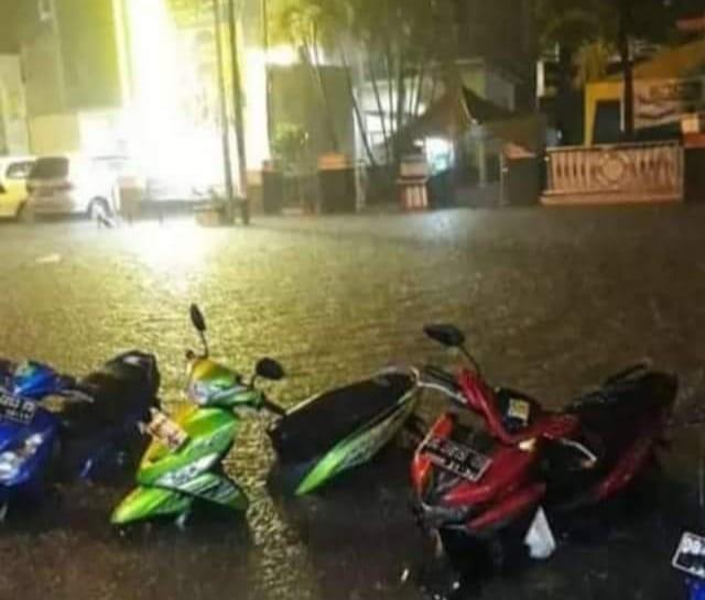 Banjir di kelurahan Gamalam (Foto : Fb)