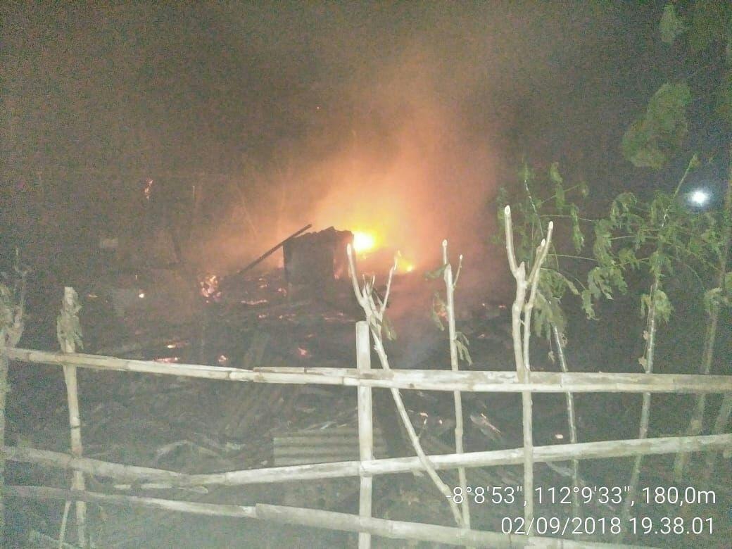 Rumah Hariyanto pedagang sempol di Blitar luluh lantah dimakan api