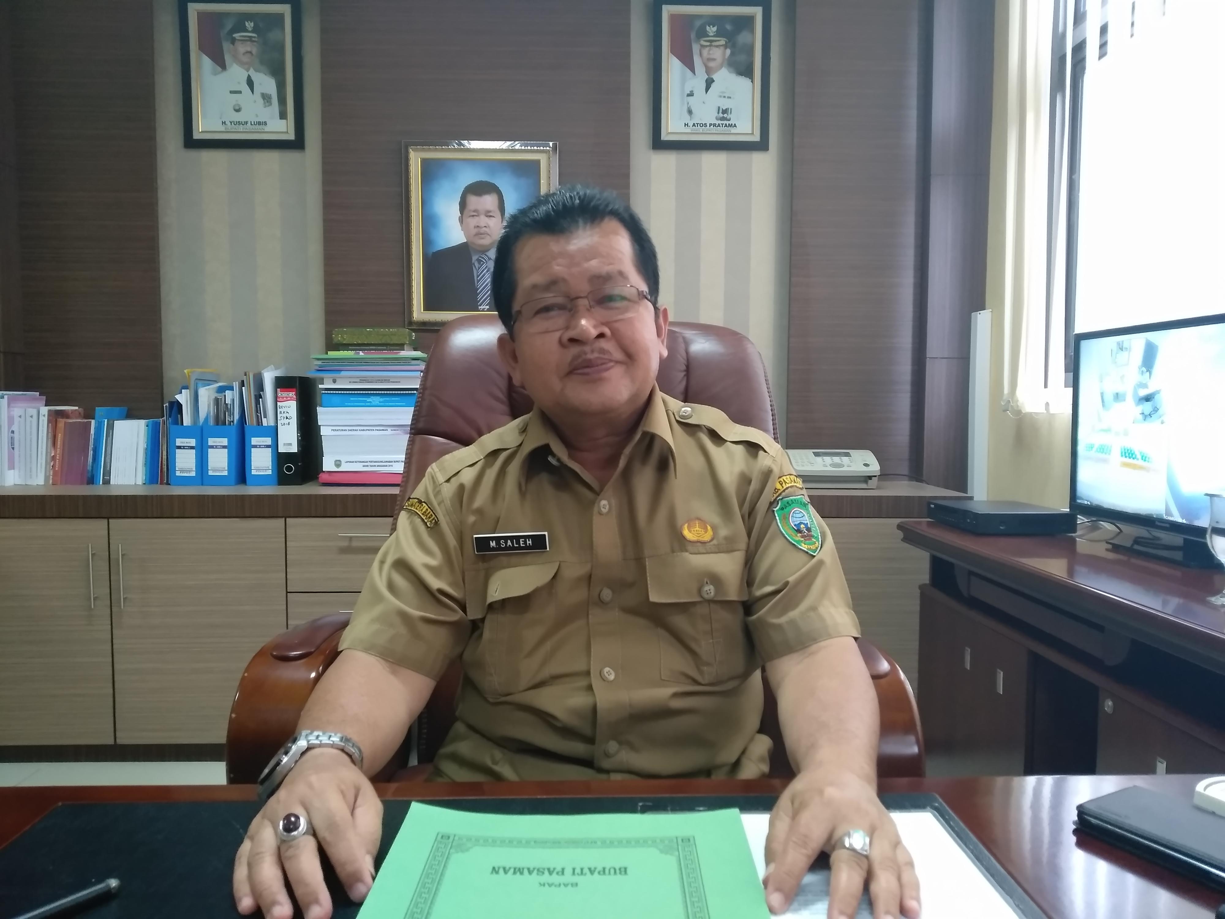 Sekretaris Daerah (Sekda) Kabupaten Pasaman, M. Saleh, diruang kerjanya, Selasa (11/12/18).