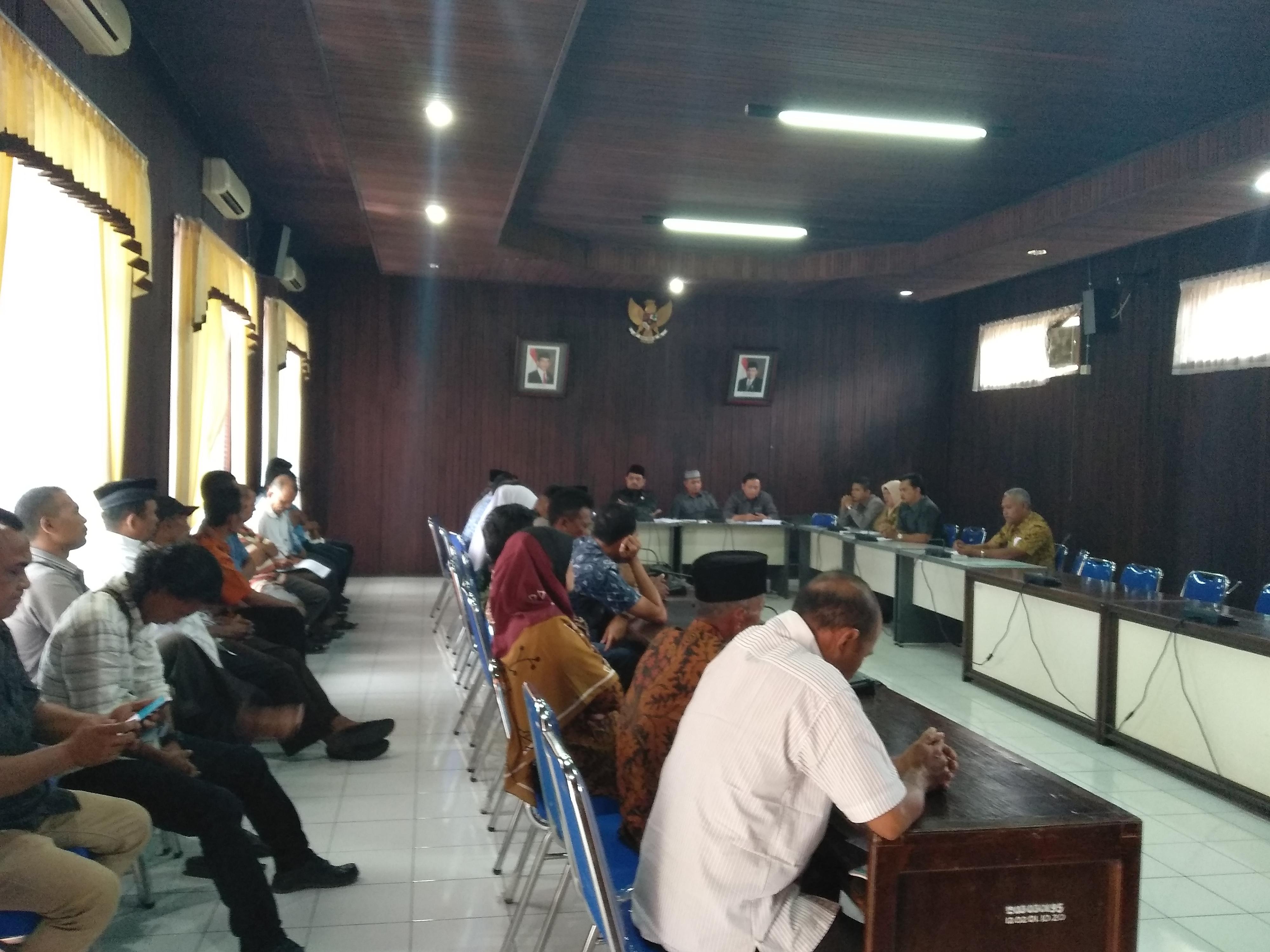 Hearing Komisi A DPRD Pasaman terkait Laporan pengaduan tertundanya pelantikan Wali Nagari terpilih PAW Saharuddin Mdh, Kamis, (3/1/19 )