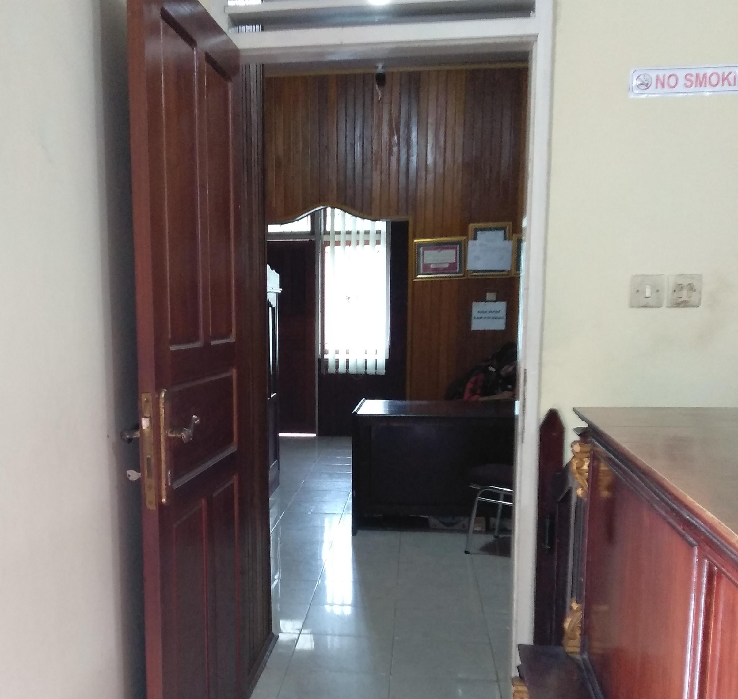 Pintu masuk ruang kerja Kepala dan Sekretaris Dinas PUTR Pasaman, Jum'at (4/1/19).