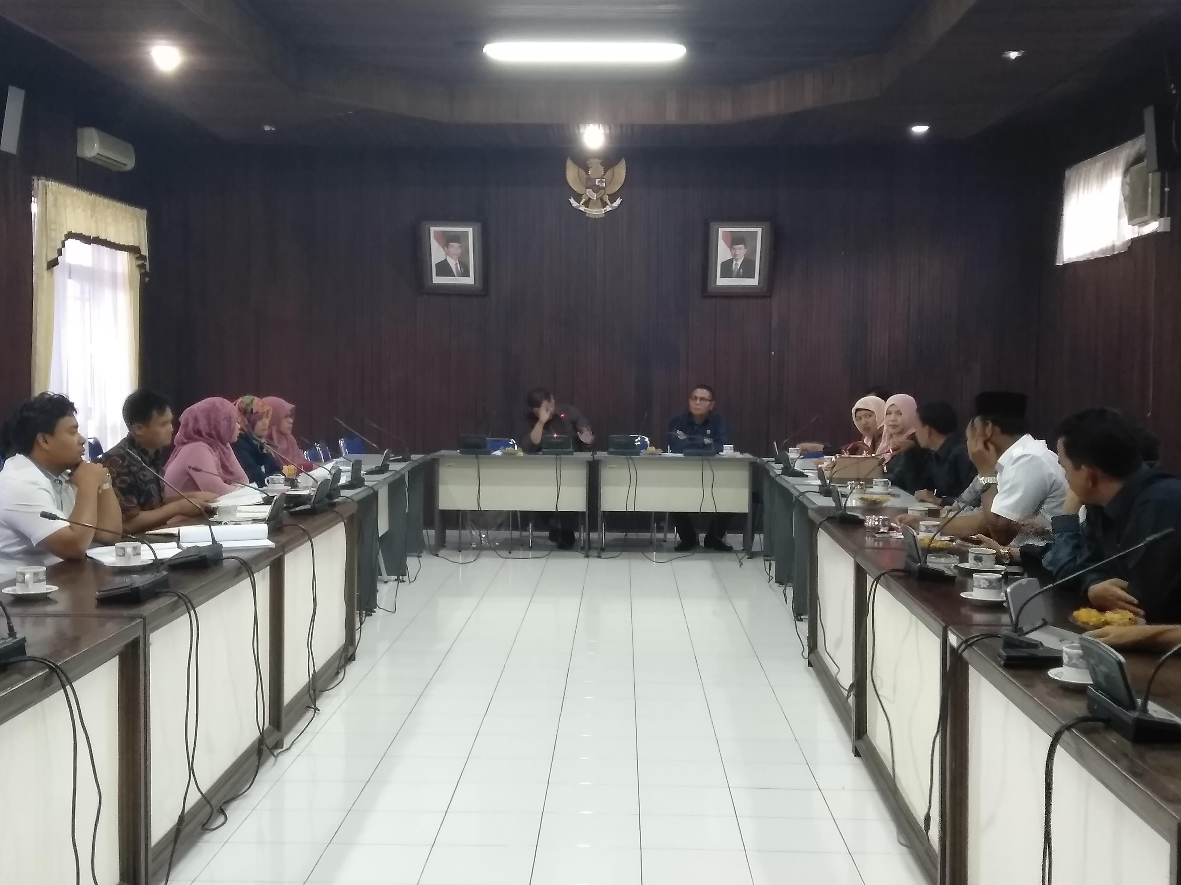 Suasana hearing DPRD Pasaman bersama Bawaslu dan KPU Pasaman, Senin (14/1/19).