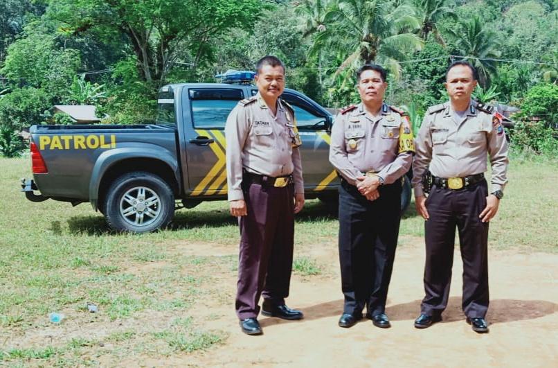 Waka Polres Pasaman Kompol Ahmad Yani, S.H., M.Si meninjau lokasi rencana pembangunan Markas Polsek Dua Koto di Nagari Cubadak, Senin (14/1/19).
