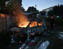 Sejumlah mobil terbakar akibat demo rusuh di Komplek Asrama Brimob, Petamburan, Jakarta, Rabu (22/5/2019). ANTARA FOTO/Sigid Kurniawan