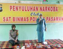Kepala SMPN 4 Lubuk Sikaping, Mailisda saat menyampaikan sambutan pada pembukaan penyuluhan Narkoba.