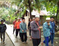 Buya Haji Syafrizal (BHS) pakai jas coklat