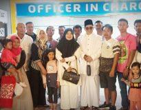 Nevi Zuairina menyambut pengungsi warga asal Sumbar di BIM, Minggu (6/10)