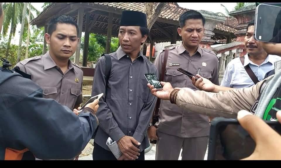 Sugianto (tengah), Ketua Komisi III bersama anggota saat melakukan inpeksi mendadak (Sidak) beberapa hari yang lalu. (Foto/dok : istimewa)