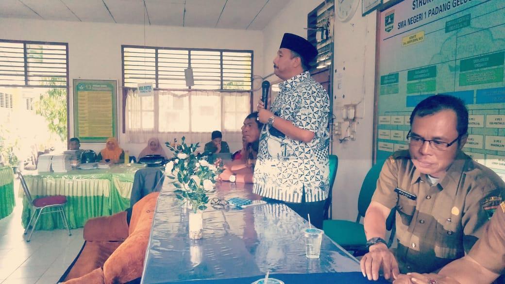 Anggota DPRD Sumbar H. Benny Utama reses di SMAN 1 Padang Gelugur, (20/1/19)