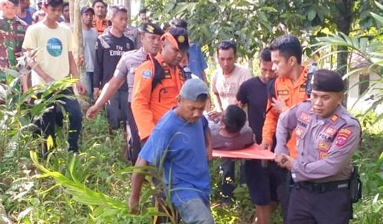 Kasat Sabhara Polres Pasaman AKP Yonni Handra, SH bersama tim gabungan evakuasi korban, Kamis pagi (9/1/20).