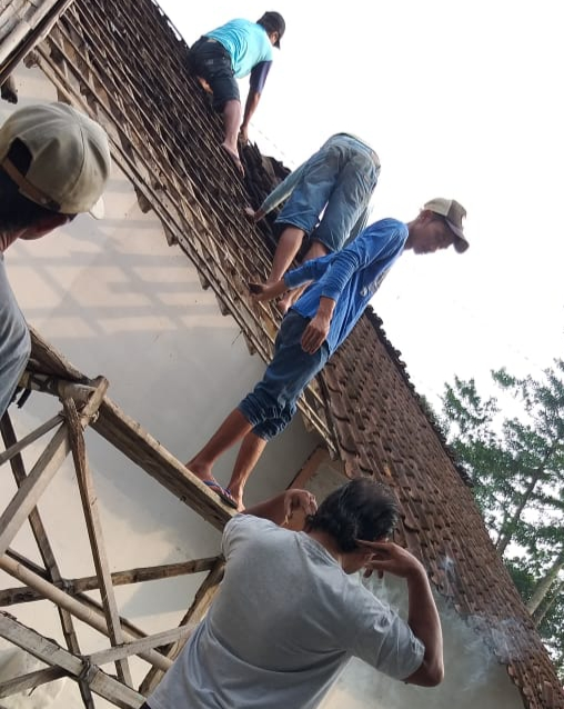 Salah satu rumah warga miskin yang mendapat bantuan bedah rumah dari dana desa Pemdes Soso dan dikerjakan bersama warga sekitarnya. (Foto : istimewa)