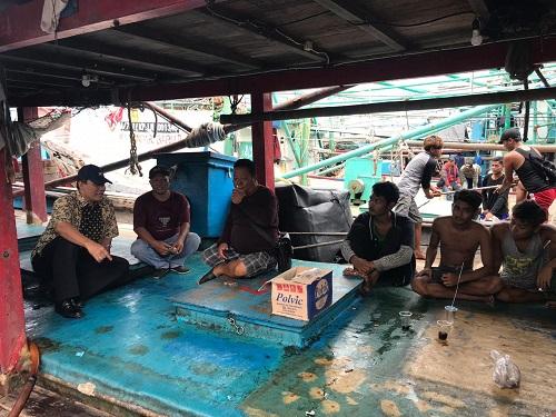 Bambang Haryo saat bersama Nelayan di kawasan dermaga Muara Angke, DKI Jakarta, Rabu (8/1)
