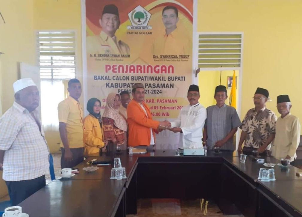 Asmadi didampangi sejumlah tokoh masyarakat mendaftar ke DPD Partai Golkar Pasaman sebagai Bakal Calon Wakil Bupati Pasaman.