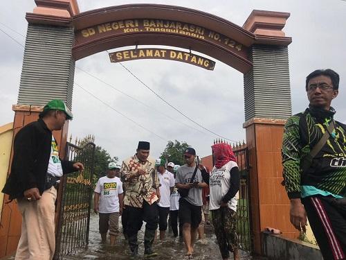 Bambang Haryo di lokasi Banjir, kecamatan Tanggulangin