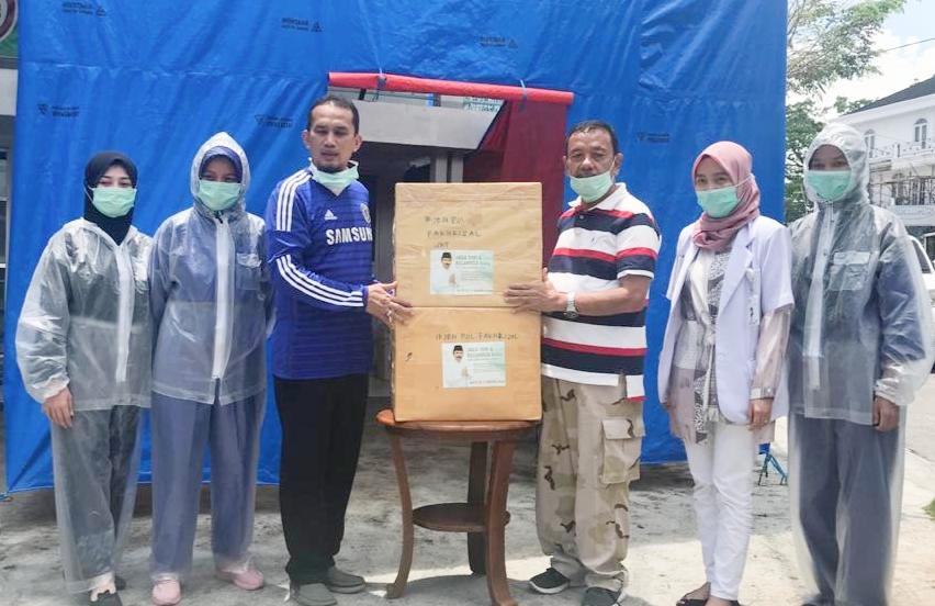Relawan Jendral Fakhrizal berikan puluhan ribu masker di Pariaman.