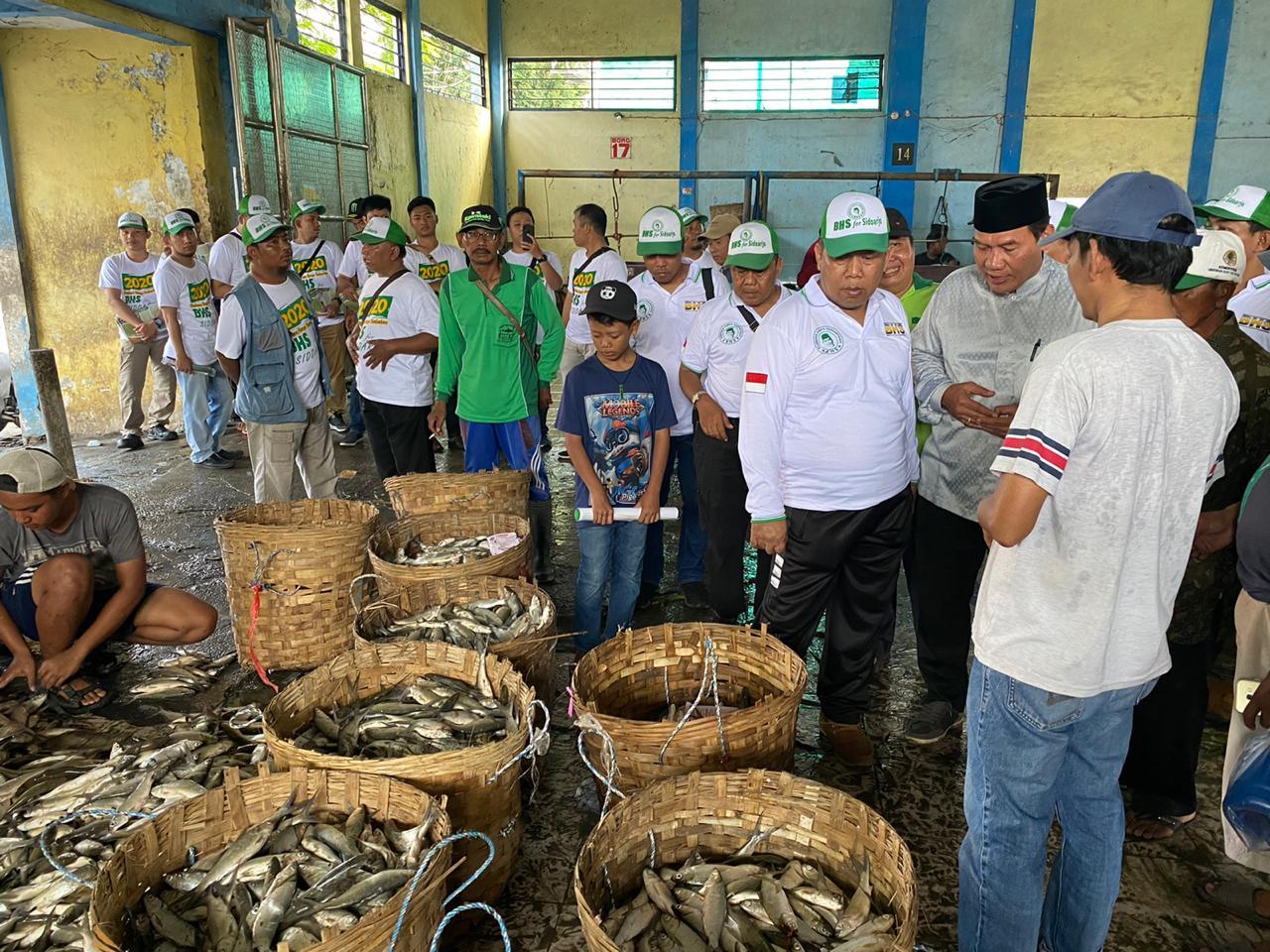 Bambang Haryo Soekartono saat menerima Surat Rekomendasi Cabup Sidoarjo