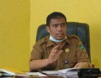 Kepala Dinsos Pemkab Pasaman Amdarisman saat jumpa pers, Selasa (12/5/20).