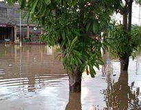 Banjir di Pemogan yang merendam pemukiman warga. (Foto: deliknews.com)