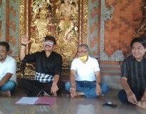 Ketua MKGR Bali (baju hitam), Dr. I Wayan Subawa S.H, M.H., Ketua Dewan Penasihat SOKSI Bali, AA. Ngurah Rai Wiranata (baju putih/ dua kanan), Ketua Dewan Penasehat MKGR Bali, I Gusti Putu Wijaya (kiri), dan Wakil Ketua MKGR, Kusnandar. (Foto: deliknews.com)