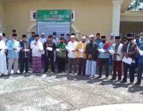 Pimpinan Ormas Islam dan LKAAM Pasaman sampaikan pernyataan penolakan terhadap RUU HIP di halaman Masjid Raya Pauh, Lubuk Sikaping, Jum'at 3 Juli 2020.
