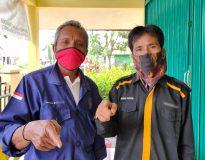 Ketua DPD LSM Fopbindo Sumbar, Ahmad Husein bersama rekannya, Rabu (5/8/20).