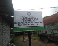 Plang BPD Bali di atas tanah yang ada  di Jalan Gadung, Denpasar Timur.