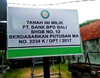 Plang BPD di atas sebidang tanah di Jalan Gadung, Denpasar.