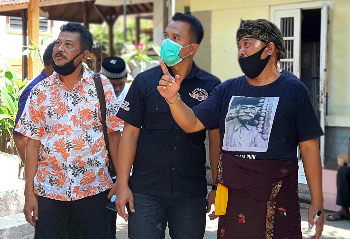 Foto: Kompol Endang Tri Purwanto (tengah) bersama Tokoh Puri Gerenceng AA. Ngurah Agung (kanan).