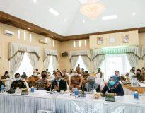 Sosialisasi penerapan Perda Provinsi Sumatera Barat Nomor 6 Tahun 2020 tentang Adaptasi Kebiasaan Baru Dalam Pencegahan dan Pengendalian Covid-19, di Balerong Pusako Anak Nagari, Senin (5/10/20).