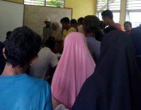 Kerumunan masyarakat penerima Kartu Tani di BPP Panti tanpa protokol kesehatan Covid-19, Rabu (25/11/20).