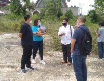 Sidang lapangan kasus proyek Vila Anaya Pecatu, dipimpin majelis hakim I Made Pasek SH. MH., (dua kiri), Wayan