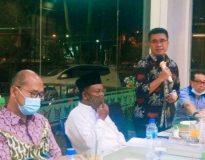 Kepala Dinas Pendidikan Sumbar Adib Alfikri didampingi Kepala SMKN 2 Padang Rusmadi, saat jumpa pers di Padang, Jumat (22/1/21).
