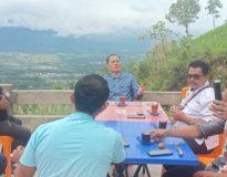 Sabar AS mengunjungi Objek Wisata Bukik Komoyen Tapus, Rabu (13/1/21).