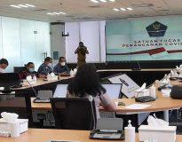 Pansus DPRD Sumbar melakukan rapat dengan BNPB terkait penanganan Covid-19 di Sumbar, Senin (22/2/2021). (Foto: kompas.com)