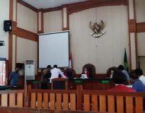 Sidang perdana gugatan sengketa hasil Pemilihan Perbekel Desa Angantaka, Badung. (Foto: Deliknews.com)